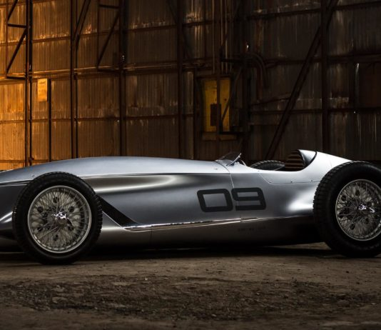 gecmisi-selamlayan-modern-elektrikli-otomobil
